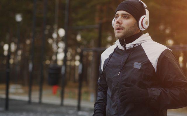 寒い時期のランニングに最適な重ね着術